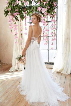 De la nota: Trajes de novia bohemios para una boda campestre  Leer mas: http://www.hispabodas.com/notas/2879-trajes-novia-bohemios-boda-campestre
