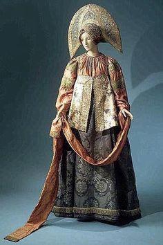 19 век .В 1893 году Наталья Леонидовна показывала свою коллекцию на Всемирной выставке в Чикаго, в 1894 году в Брюсселе и Антверпене, а в 1900 на Всемирной выставке в Париже, где была удостоена бронзовой медали.