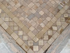 stone pavers designs | ... paver pattern Close-up view of in-laid circle patterns in paver