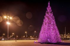 This year Hello Wood designed a Christmas tree of 365 sledges in front of the Palace of Arts in Budapest, Hungary. The sledges will be disassembled and given to the kids of SOS Children`s Village t...