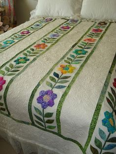 There is absolutely NOTHING about this quilt that I do not love!!! pieced by Carol Bornsheuer  <3  <3  <3