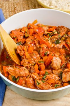 Slimming Eats Slow Cooked Chicken Casserole - gluten free, dairy free, paleo, Instant Pot, Slimming World and Weight Watchers friendly Healthy Meals To Cook, Healthy Cooking, Easy Meals, Healthy Eating, Healthy Recipes, Easy Recipes, Free Recipes, Healthy Food, Yummy Food