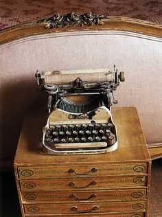 thisivyhouse:  vintage typewriter  I can just imagine a great book being typed.....