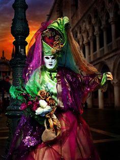(.* *.) Ongelooflijke foto's van Venetiaans carnaval