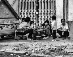Quà vặt đường phố Sài Gòn.