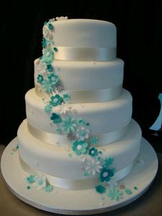 Tiffany Blue and white wedding cake, i would love to have this cake design. simple yet elegant to look at 4 Tier Wedding Cake, Purple Wedding Cakes, Beautiful Wedding Cakes, Beautiful Cakes, Wedding Colors, Simply Beautiful, Tiffany Wedding, Tiffany Blue Weddings, Cake Cover