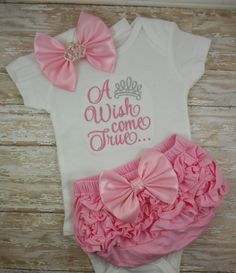 Baby girl coming home outfit. Photoed in my Silver-Grey and shades of Pink set. pink colored ruffle bottom bloomer, diaper cover with satin bow. Bow headband with tiara/crown center. This set makes a gre Trendy Baby Girl Clothes, Baby Kids Clothes, Toddler Girl Outfits, Baby Girl Dresses, Toddler Rompers, Infant Dresses, Baby Rompers, Dress Girl, Toddler Girls