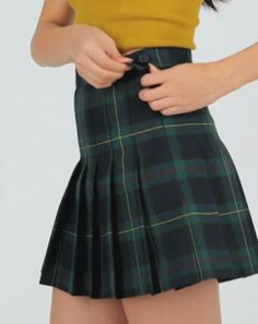 Get clueless in 90's-inspired pleated plaid minis.