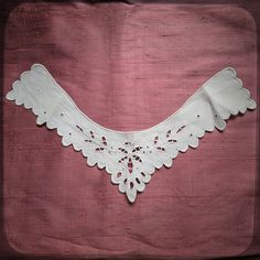 Antique French White embroidered collar with hand made embroideries - Vintage Fine Handmade Fashion from France