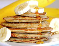 Try this peanut butter + banana (or pb+b) next time you'. - Most Popular Vegan Recipes! Protein Cake, Protein Pancakes, Banana Pancakes, Recetas Light, Lentil Burgers, Peanut Butter Banana, Banana Nut, Healthy Alternatives, Light Recipes