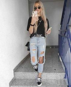 Holaaa es mi primera historia disfruten☺️ #novelajuvenil # Novela Juvenil # amreading # books # wattpad Basic Outfits, Mode Outfits, Cute Casual Outfits, Stylish Outfits, Fashion Outfits, Swag Fashion, Casual Clothes, Fashion Ideas, Destroyed Jeans