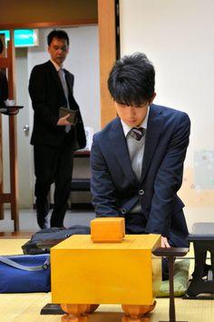 史上初の中学生「六段」藤井聡太、昇段後初対局始まる:朝日新聞デジタル