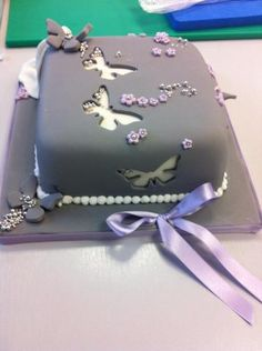 Butterfly Cake- love this technique