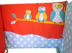 Joli tour de lit composé de trois coussins indépendants (60*42 cm)