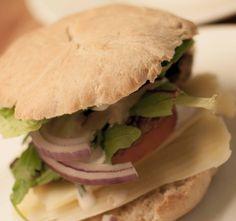Hjemmelaget hamburgerbrød - http://www.matbok.no/hjemmelaget-hamburgerbrod/