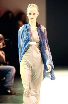 Comme des Garçons Spring 1994 Ready-to-Wear Fashion Show Details