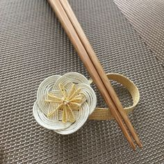 Jewelry Knots, Wire Jewelry, Diy And Crafts, Arts And Crafts, Paper Crafts, Japanese Colors, Chopstick Rest, New Years Decorations, Wicker