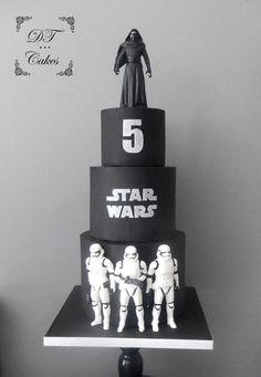 Star wars Cake by Djamila Tahar (DT Cakes) Star Wars Torte, Bolo Star Wars, Tema Star Wars, Star Wars Cake Toppers, Star Wars Birthday Cake, 5th Birthday, Aniversario Star Wars, Star Wars Gifts, Disney Cakes