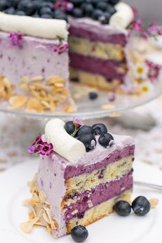 Fruity and delicious blueberry pie with mascarpone cream and a batter . - Fruity and delicious blueberry pie with mascarpone cream and a batter … - Lemon Blueberry Cheesecake, Cheesecake Cake, Blueberry Cake, Torte Au Chocolat, Flaky Pastry, Mince Pies, Easy Cake Recipes, Pie Recipes, Cupcake Recipes