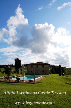 Affitto 1 settimana in Toscana casale con piscina tra Volterra e San Gimignano.  Questa villa per vacanze è stata completamente ristrutturata, all'esterno è stata realizzata una grande piscina per permettere a  coloro che la prenderanno in locazione  di rinfrescarsi nelle calde giornate estive  godendo del  panorama unico di questa zona.