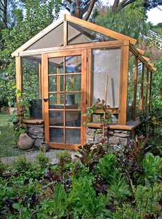 Get inspired ideas for your greenhouse. Build a cold-frame greenhouse. A cold-frame greenhouse is small but effective. Backyard Greenhouse, Small Greenhouse, Greenhouse Ideas, Greenhouse Wedding, Portable Greenhouse, Pallet Greenhouse, Greenhouse Growing, Wooden Greenhouses, Cold Frame