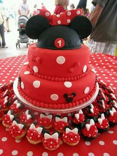 Minnie mouse cake.