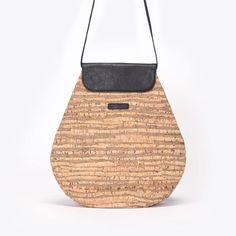 Ucon Acrobatics hátitáska, vegán bőrből, ami vékony parafa háncs merev pamutra laminálva, és impregnálva, hogy vízálló legyen Straw Bag, Bags, Fashion, Handbags, Moda, Fashion Styles, Taschen, Fasion, Purse