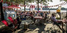 Speeltenten van Hanging Houses op het Bollekesfeest in Antwerpen Tents, Street View, Van, Houses, Teepees, Homes, Vans, House, Curtains