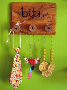 turn thread spools into artwork and use to hang up necklaces or jewelry