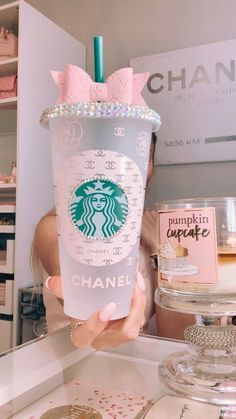 Personalized Starbucks Cup, Custom Starbucks Cup, Personalized Cups, Copo Starbucks, Starbucks Drinks, Simple Designs To Draw, Tout Rose, Cute Water Bottles, Custom Cups