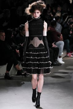 #AlexanderMcQueen #FW2015_16  #trends #black&White  #gratting #Catwalk  #PFW  #Paris