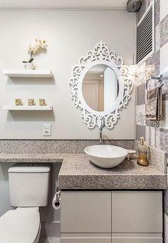 Espelho com moldura para o lavabo