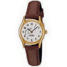 Casio Vintage piel  LTP1094Q7B9 $450. • Resistente al agua  • Correa de cuero auténtico Cristal mineral Resistente al agua Material de la caja / del bisel: Pd plateado Extensible de cuero genuino Analógica: 3 agujas (hora, minuto, segundo) Precisión: ± 20 segundos por mes Aprox. de la pila: 3 años en el modelo SR626SW Tamaño de la caja: 28.5 × 23 × 7.1 mm Peso total: 18 g Casio Vintage, Watches, Gold, Leather, Accessories, Fashion, Model, Real Leather, Crystals Minerals