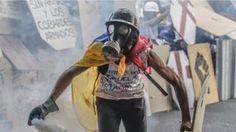 Venezuela protests: Passport of opposition leader Capriles 'seized'