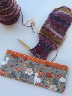 Double Pointed Knitting Needle Cozy – Crochet Hook Holder – DPN Pouch – Needle Cozy – Needle pouch – Sock Knitting Holder – Sock knitting by LowlandOriginals on Etsy Double Pointed Knitting Needles, Sock Knitting, Knitted Bags, Travelers Notebook, Crochet Hooks, Crochet Projects, Pouch, Cozy, Fabric