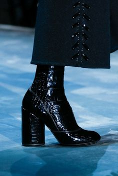 Marc Jacobs Fall 2015 Ready-to-Wear Fashion Show Details