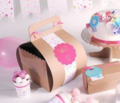 Cake box with hanger and lid Baptism Cupcakes, Baptism Favors, Mini Cupcakes, Cupcake Boxes, Cupcake Wrappers, Dessert Packaging, Box Packaging, Pie Box, Gift Box Cakes