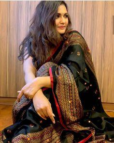 Image may contain: one or more people and closeup Phulkari Saree, Banarsi Saree, Silk Sarees, Saris, Saree Blouse Patterns, Saree Blouse Designs, Indian Beauty Saree, Indian Sarees, Saree Trends