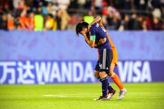 Netherlands consoled Japan's heartbroken players after knocking them out of the FIFA Women's World Cup with a penalty 👏❤️ Female Football, Fifa Women's World Cup, Knock Knock, Netherlands, Russia, Japan, Sports, The Nederlands, Hs Sports