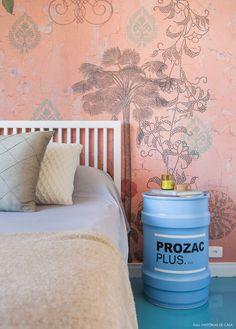 Decoração com personalidade. É nesse tipo de lar que Julia Varon acredita, por isso seu apartamento está repleto de objetos e lembranças.