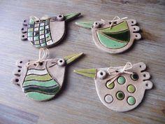Jarní+ptáček-zelený+ze+šamotové+hlíny,+cena+za+1+ks+dle+výběru,+délka+10+cm