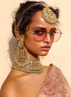 Sabyasachi Frühling Sommer 2019 Namaste Easy Kollektion - - New Ideas Indian Wedding Jewelry, Indian Wedding Outfits, Indian Bridal, Indian Jewelry, Namaste, Chan Luu, Bridal Necklace, Bridal Jewelry, Choker Necklaces