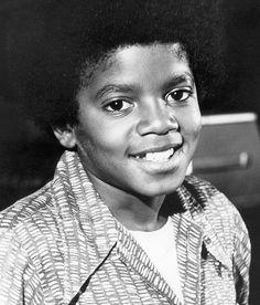 29 de agosto de 1958 - Nace en Gary, Indiana, un niño llamado Michael, que llegó a convertirse en el artista con más talento y en un gran humanitario, ofreciendo su amor y su ayuda a los demás, y haciendo de este mundo un lugar mejor.