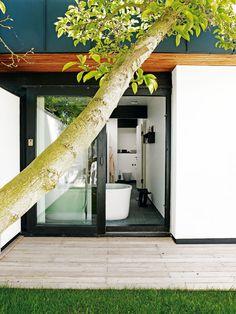 60'er-sjæl ved Øresund | Boliger | BO BEDRE Danish House, Beautiful Villas, Indoor Outdoor, Outdoor Decor, Hammock, Facade, Oversized Mirror, Sweet Home, Windows