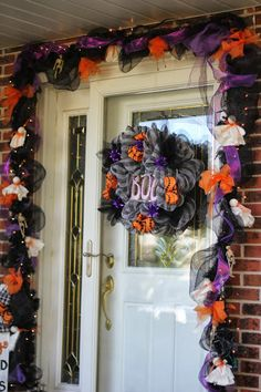 Love this front door decor from @Priscilla Pham Blain #spookyspaces