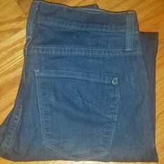 JAMES Jeans  - 28x30 Premium Denim Med/Dark 98% Cotton/Lycra Beautiful!!! I have to stop buying pants on impulse!!!! They're just too long for me:(( I HAVE MORE PREMIUM Denims listed!!! Please check out the rest of my closet n bundle,  bundle,  bundle for CHEAPER! I NEGOTIATE! EVERYTHING (Unless noted) MUST GOOO. Accepting offers, yet not in a rush to sell, so No lowballs. Only trade with REPUTABLE Poshers. X James Jeans Jeans Skinny