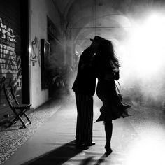 street tango . ballerini di tango in strada - bologna - italy