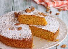 Ricetta torta carote mandorle e arancia senza fruste elettriche. Basta un cucchiaio e in pochi minuti la torta sarà pronta per essere infornata.