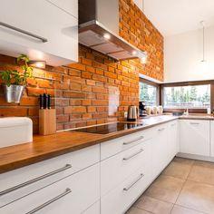 Aranżacja kuchenna wykonana za pomocą cegły LOFT Small Marble Kitchens, White Marble Kitchen, Types Of Kitchen Flooring, Kitchen Wall Tiles, Kitchen Floors, Kitchen Backsplash, Urban Kitchen, Kitchen Tops, Traditional Home Offices
