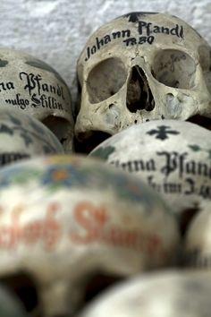 Mille et une façons de déguiser les squelettes